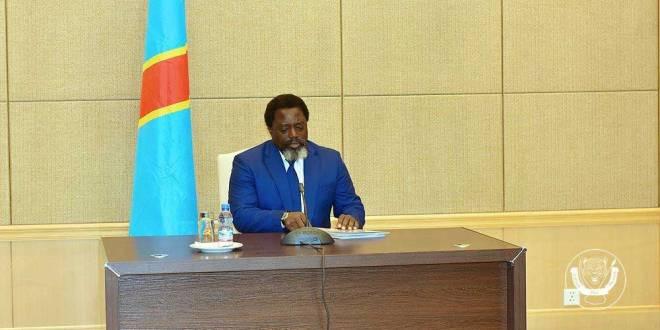Joseph KABILA KABANGE dit Jokaka, lors d'une réunion dans son cabinet.