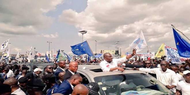 Retour triomphal de Martin FAYULU MADIDI dit Mafa, candidat commun de l'opposition, à Kinshasa.