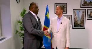 Jean-Pierre BEMBA et Moise KATUMBI, montrent leurs unites derrière le candidat a la présidentielle Martin FAYULU.