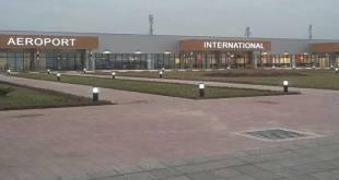 Devant l'aéroport International de N'Djili, Kinshasa, RDC