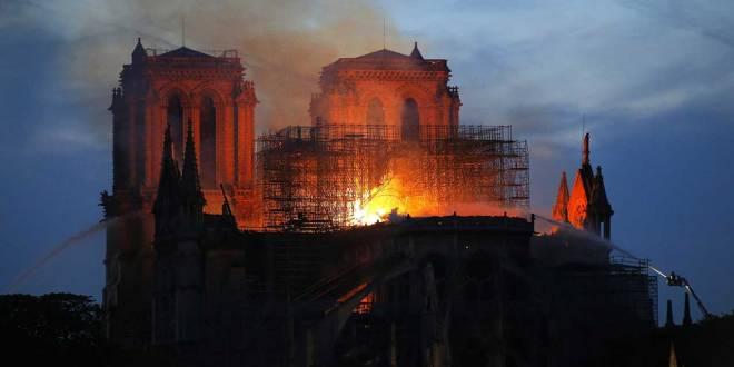 Cathédrale Notre-Dame de Paris en feu, le 15 Avril 2019.