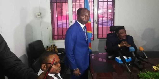 Ne MUANDA NSEMI, présenté à la presse, lundi 06 Mai 2019, par le président du Conseil national de suivi de l'Accord de la Saint Sylvestre, Joseph Olenghankoy.