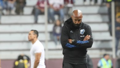 Photo of Vêtu d'un t-shirt BLM, Thierry Henry pose un genou à terre pendant huit minutes et 46 secondes