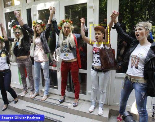 Inna et Sasha Shevchenko tenant par la main Darya Stepanenko, autre figure médiatisée de la Confraternité