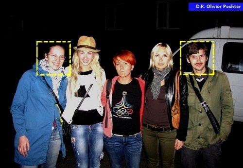 De gauche à droite : l'ultra-droitière Anna Sinkova (chef de la Confraternité de Saint-Luc), Sasha Shevchenko, Anna Hutsol, une militante FEMEN et Bogdan Titsky (chef du Comité Noir) – À la sortie d'un interrogatoire de police (08/2013)
