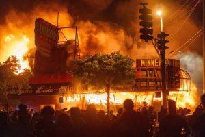 SOTT FOCUS: Ceux qui brûlent les villes américaines visent à détruire notre civilisation