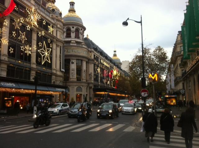 Vitrines de Noël à Paris Printemps