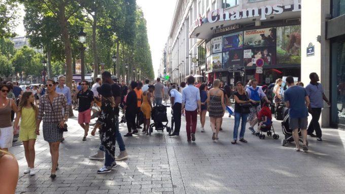 Boutiques sur les Champs-Elysées