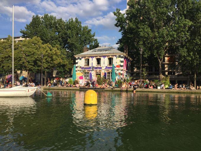 Jeunes Parisiens au Bassin de la Villette