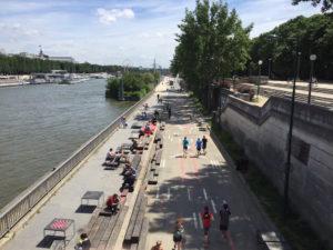 Courir à Paris en bord de Seine