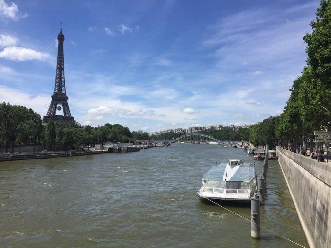 Bateau-Mouche et Tour Eiffel