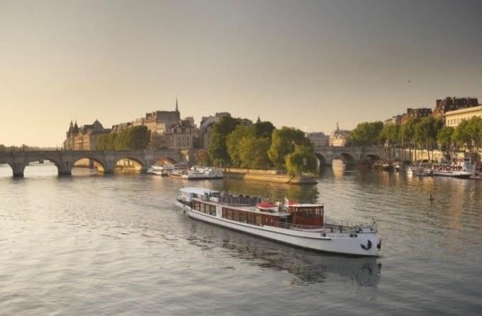 Dîner Croisière de luxe Yacht de Paris