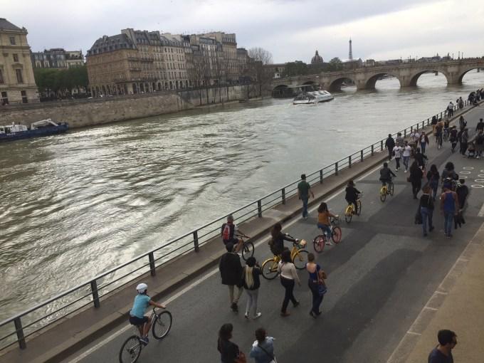 Balade romantique en vélo à Paris