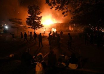 USA: Colère et violences à Minneapolis après la mort d'une femme noire