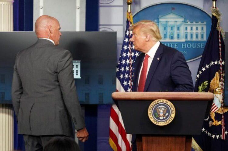 Trump évacué d'un point de presse après une fusillade devant la Maison blanche