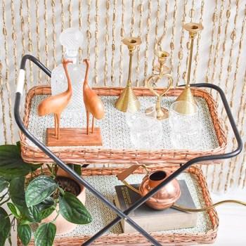 Un plateau vintage avec des objets seconde main en vente sur Etsy par MightyVintage