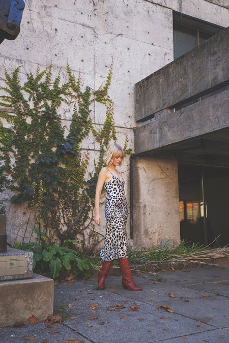 Australian brand Silk Laundry worn by Very Joëlle and photo taken by Naomie Tremblay.