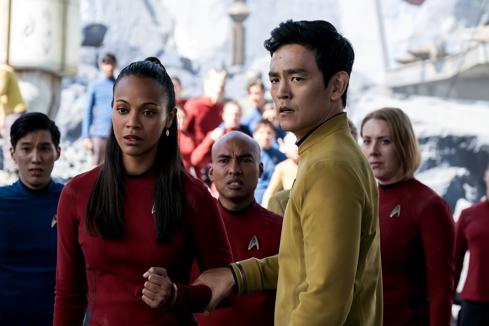Uhura (Zoe Saldana) et Hikaru Sulu (John Cho)
