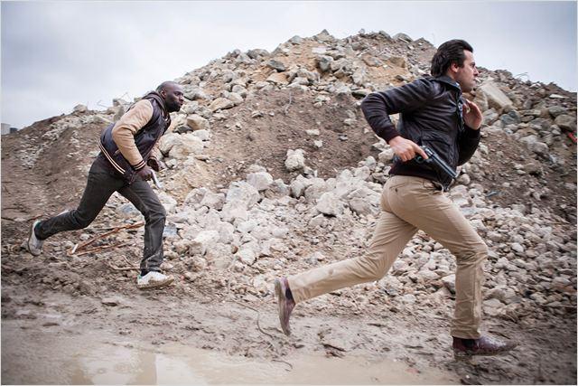Ousmane Diakité (Omar Sy) et François Monge (Laurent Lafitte) en pleine course-poursuite...