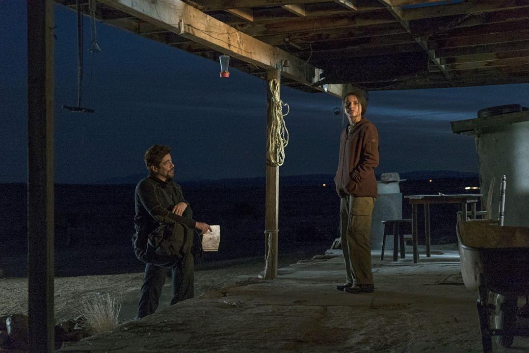 Sicario La Guerre des Cartels : Photo Benicio Del Toro, Isabela Moner
