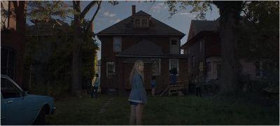 """[CRITIQUE] """"It follows"""" (2014), alors ça suit ?!? 3 image"""