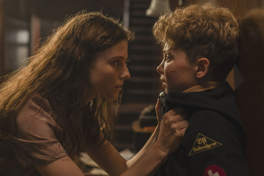 Jojo Rabbit : Photo Roman Griffin Davis, Thomasin McKenzie