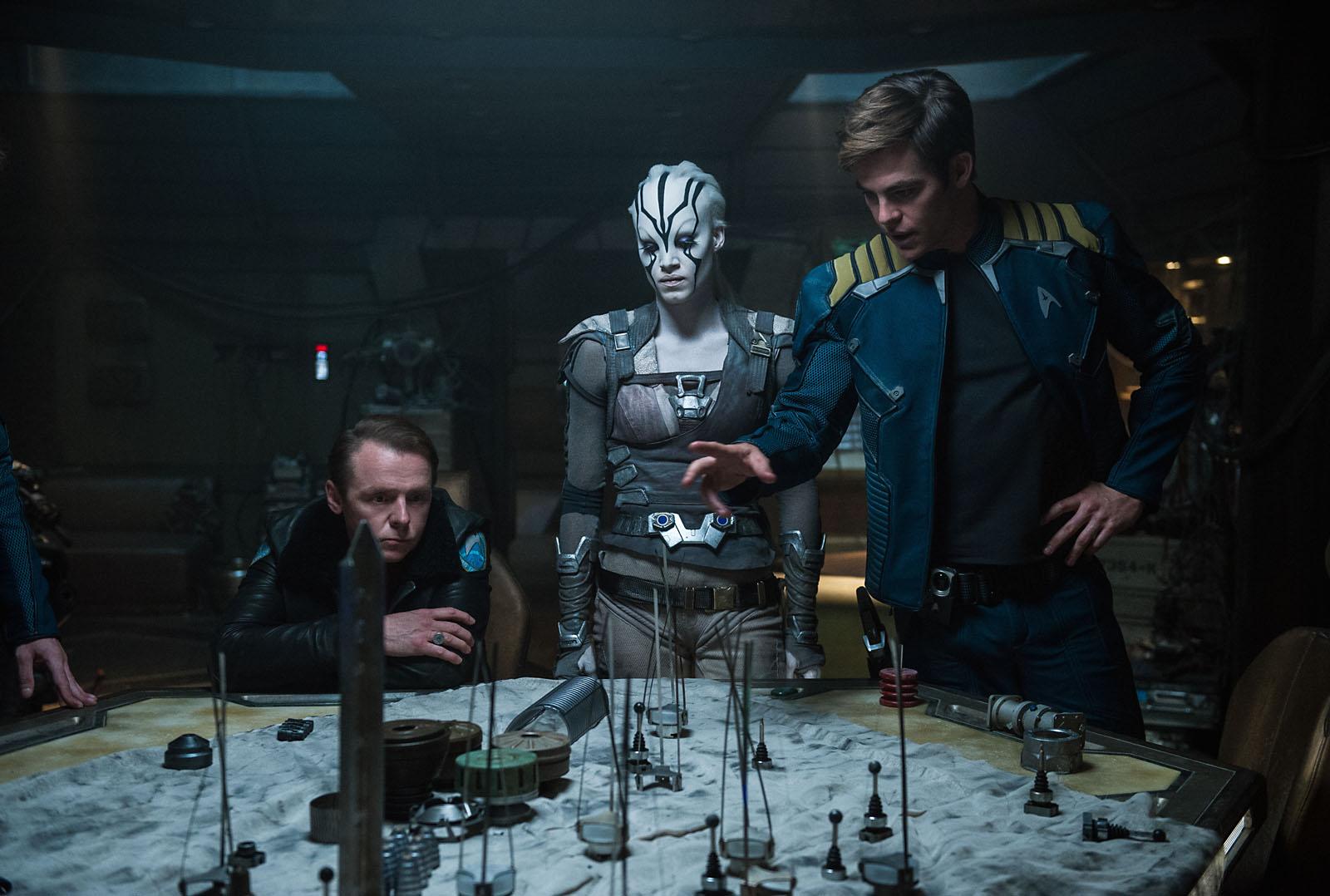 Scotty (Simon Pegg), Jaylah (Sofia Boutella) et Kirk (Chris Pine)