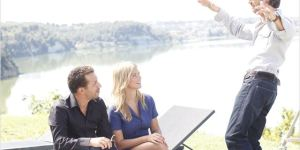Momo (Atmen Kélif) et Caroline (Virginie Efira) écoutent leur patron Stéphane Darcy (Edouard Baer)
