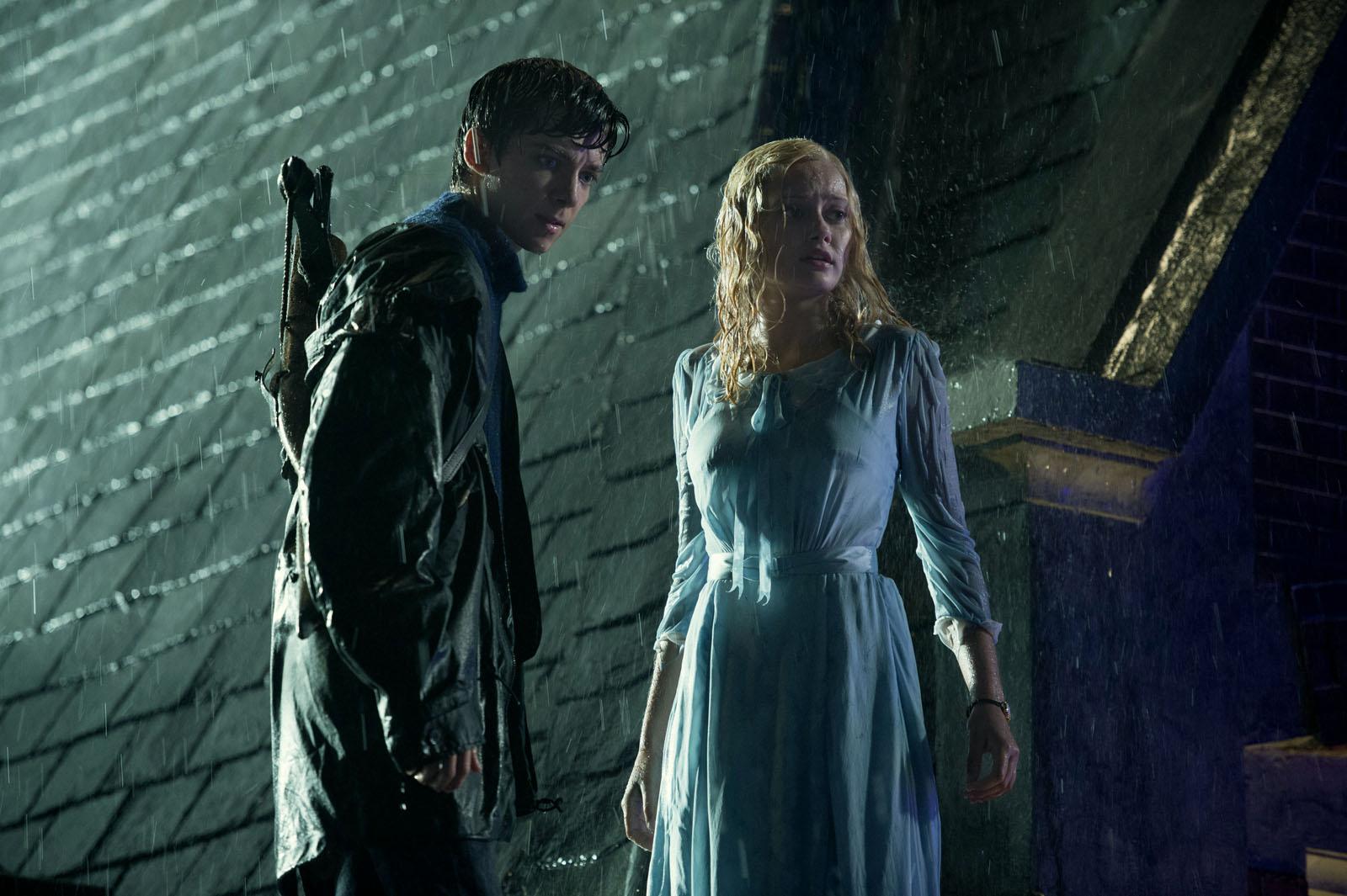 Jacob (Asa Butterfield) et Emma (Ella Purnell)