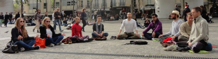 Wake Up Paris flashmob