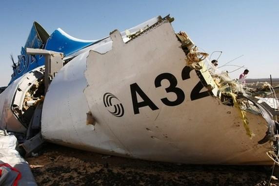 Photo communiquée par les autorités russes de débris de l'avion dans le Sinaï.