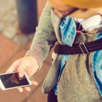 Cette application fige le téléphone des enfants jusqu'à ce qu'ils répondent à leurs parents