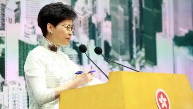 La dirigeante de l'exécutif d'Hong Kong après avoir annoncé la suspension du projet de loi — EPN/Newscom/SIPA