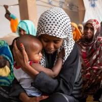 En Méditerranée, cette migrante pleure la mort de son enfant dans un naufrage