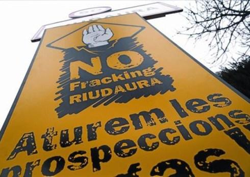 cartel-contra-del-fracking-riudaura-1363462695476