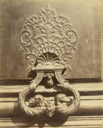 Photograph of an elaborate architectural detail on a Parisian building