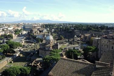 Rzym_panorama z dachu Pomnika Wiktora Emanuela II 01_okolice Koloseum 01
