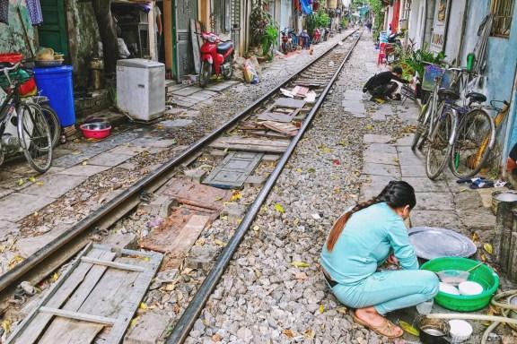 Wietnam ulica pociągowa Hanoi train street 002