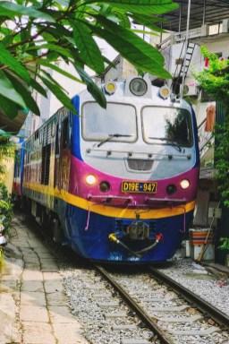 Wietnam ulica pociągowa Hanoi train street 004