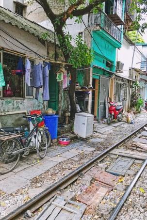 Wietnam ulica pociągowa Hanoi train street 005