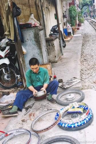Wietnam ulica pociągowa Hanoi train street 008