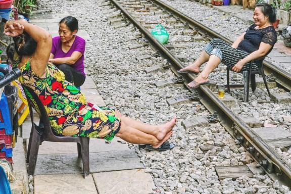 Wietnam ulica pociągowa Hanoi train street 017
