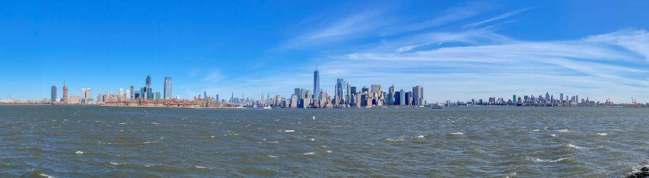 017 panorama Nowego Jorku widziana z Liberty Island
