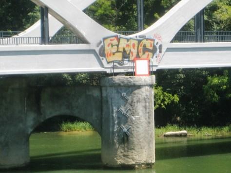 EMC_graffiti_juin2013_besancon