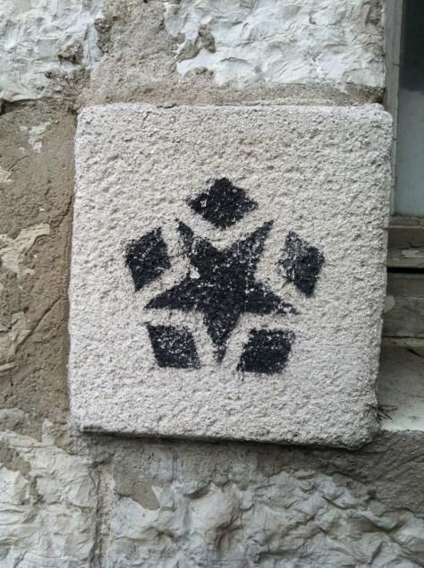 Marseille NOV 2012 pochoirs pentagones (4)
