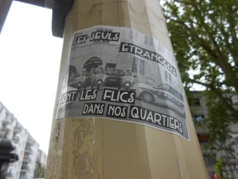 sticker - besancon - mai 2014 -les seuls etrangers sont les flics dans nos quartiers