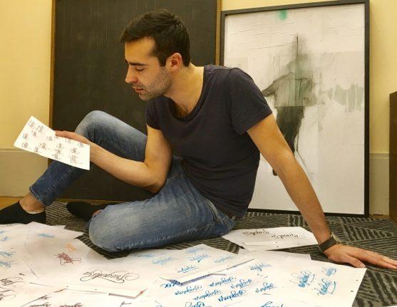 Pietro mentre lavora sul logo