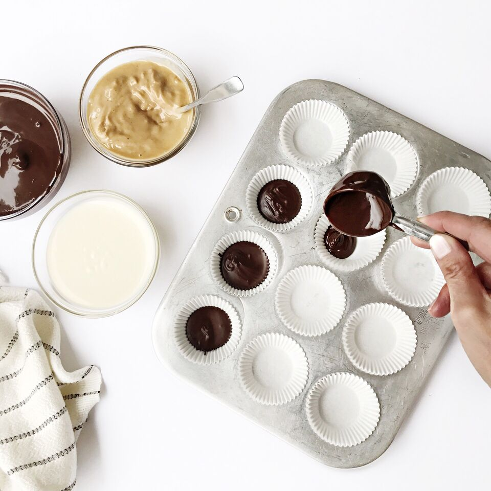 Registered Dietitian Tori Wesszer shows you how to make simple, healthier treats for the kids (and big kids) this Halloween including Boo-nanas and Ghost Chocolate Peanut Butter Cups!
