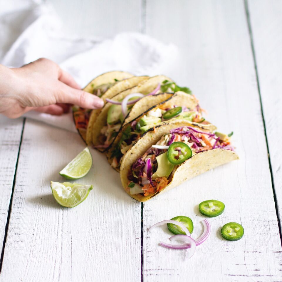 Easy and healthy plant-based 15 minute vegan Jackfruit Carnitas from Registered Dietitian Tori Wesszer of Fraiche Nutrition