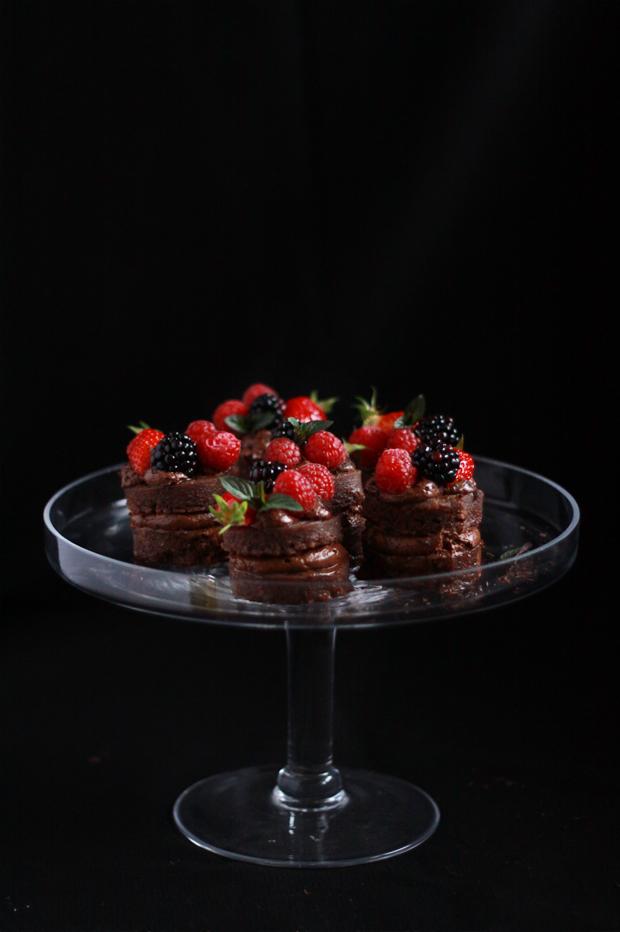 Mini-Layer-cake-mousse-au-chocolat-fruits-rouges2